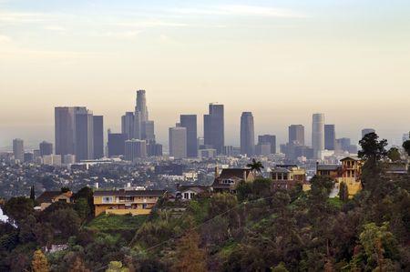 Voir le centre-ville de Los Angeles dans un jour brumeux