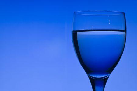 Fond bleu avec verre cristal