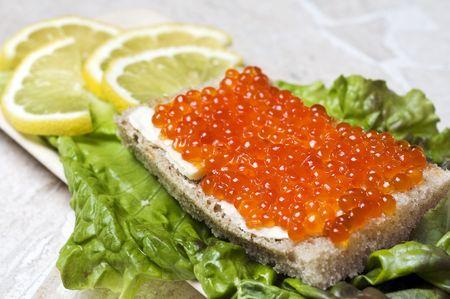 Pain avec caviar saumon  Banque d'images