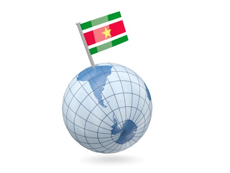 suriname: Blauwe bol met vlag van Suriname op wit wordt geïsoleerd