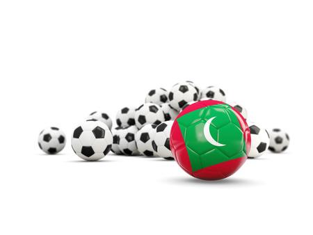 白で隔離モルディブの国旗とサッカー。3 D イラストレーション