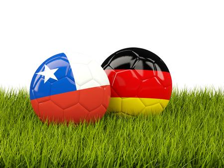 Dos balones de fútbol con banderas de Chile y Alemania en la hierba verde. Ilustración 3D