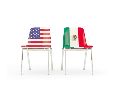 Two chairs with flags of US and mexico isolated on white. 3D illustration Stockfoto