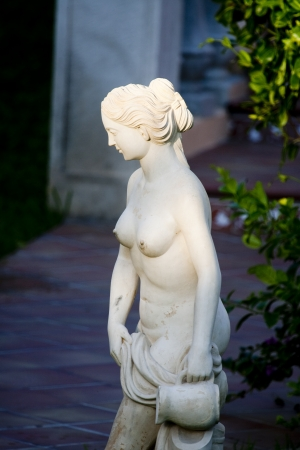Statue of a woman with a pot photo