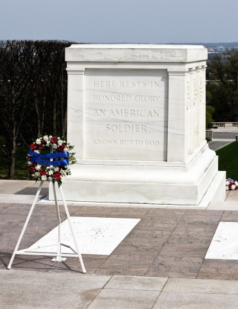 hallowed: Tomb of the unknown soldier Arlington cemetary with reef of remembrance Editorial