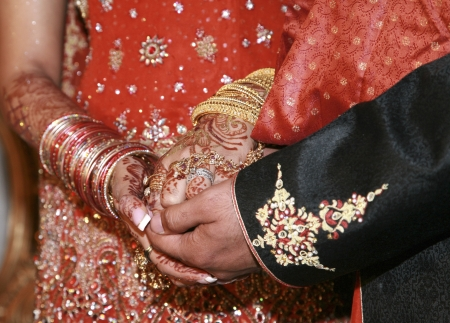 mariage indien: mains mariage