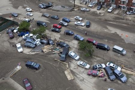 NUEVA YORK - 1 de noviembre: Crashed coches despu�s del hurac�n de arena en la zona de Far Rockaway el 30 de octubre de 2012 en New York City, NY