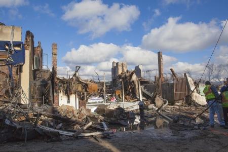 NUEVA YORK - 31 de octubre: casas se encuentran ardiendo despu�s del hurac�n de arena en la zona de Far Rockaway. M�s de 50 casas fueron destruidas en un incendio durante la tormenta del 30 de octubre, 2012 en New York City; NY