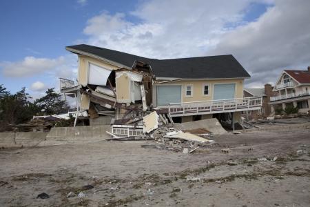 NEW YORK - October 31:Destroyed homes in  Far Rockaway after Hurricane Sandy October 29, 2012 in New York City, NY Reklamní fotografie - 16179953