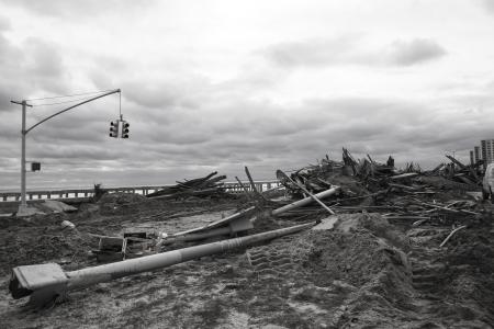 NUEVA YORK - 1 de noviembre: gran parte de la madera emblem�tica fue arrasada por el hurac�n de arena en Far Rockaway zona 29 de octubre 2012 en Nueva York, Nueva York Editorial