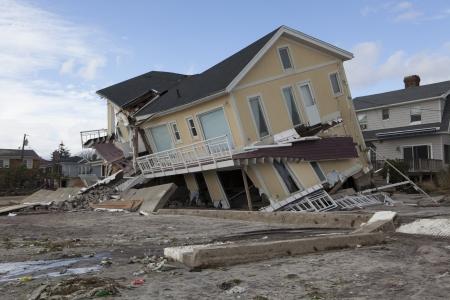 messze: NEW YORK - október 31.: megsemmisült otthonok Far Rockaway hurrikán után Sandy okt 29, 2012-ben New York City, NY