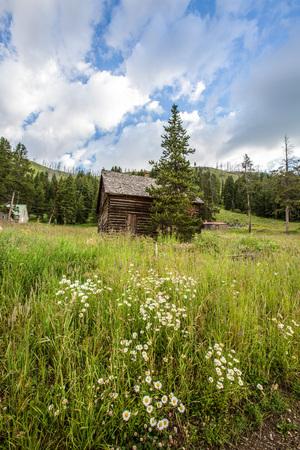 great plains: Old Farm House in Rural Landscape