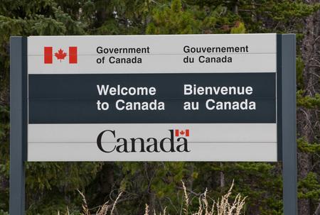 USA & Canada Border Post 版權商用圖片 - 49065307