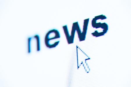 actuality: del computer macro schermata con le notizie parola