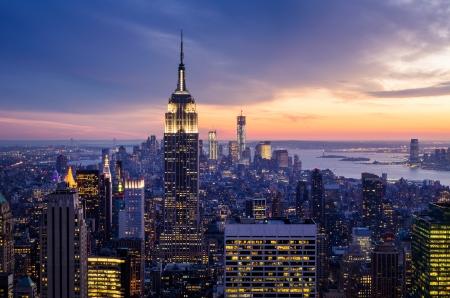New York met wolkenkrabbers bij zonsondergang