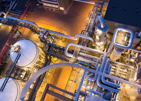 chemical plant: leidingsysteem in industriële installaties van boven