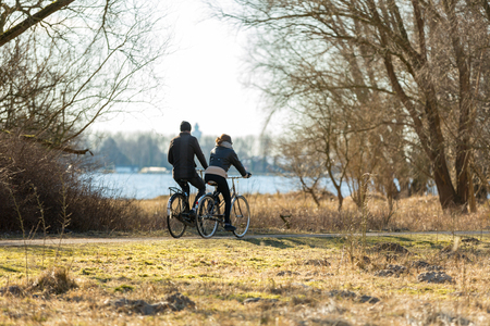 Couple biking in the park near the water in Amsterdam Stockfoto