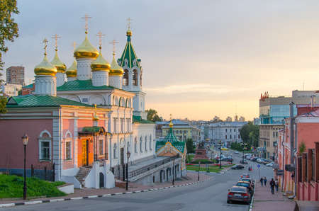 Nizhny Novgorod, Russia - August, 2020: Golden domes of the Church of the Nativity of John the Baptist in Nizhny Novgorod 新聞圖片