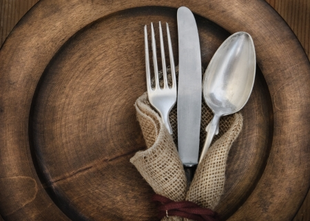 rustic kitchen: Vintage silverware on rustick wooden plate