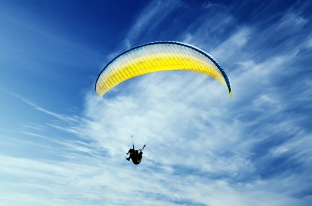 Paraglider in the sky Фото со стока - 20918291