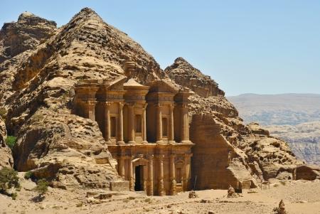 tumbas: Ad Deir, el monasterio en Petra, Jordania Foto de archivo