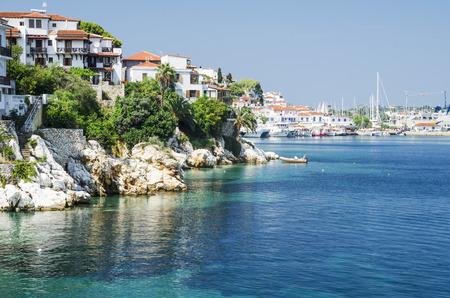 ギリシャ スキアトスの町の美しい湾 写真素材