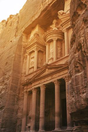 khazneh: Al Khazneh, The Treasury in Petra, Jordan