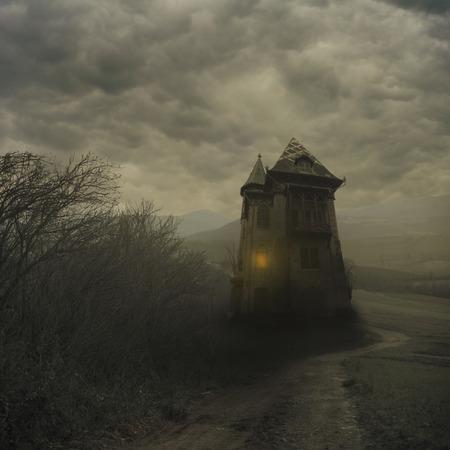 Enge scène met spookhuis. Halloween achtergrondontwerp.