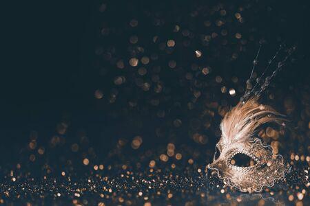 Luxury mask on dark golden bokeh Standard-Bild - 129247402