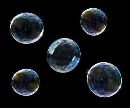 soep bubbels geïsoleerd op zwart Stockfoto