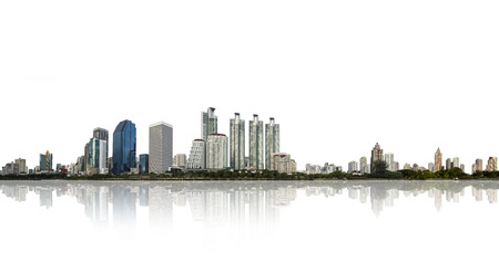 architectonisch gebouw in panorama, skyline van de stad op wit wordt geïsoleerd