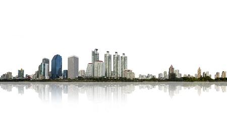 construccion: construcción y arquitectura en vista panorámica, horizonte de la ciudad aislada en blanco Foto de archivo