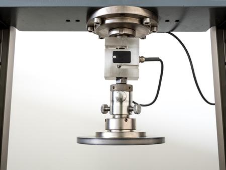 ingenieurs testen machine, trekproef