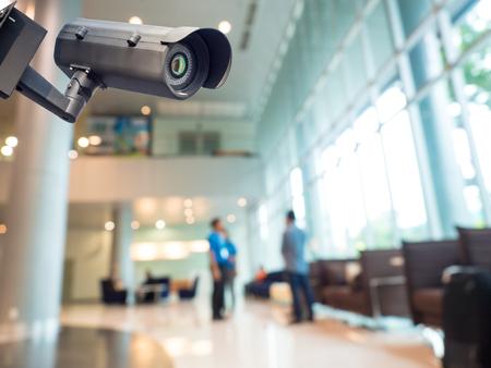 cámara o sistema de circuito cerrado de televisión de vigilancia de la seguridad en el edificio de oficinas