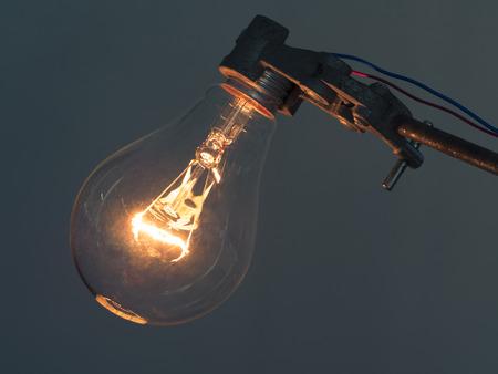 Nahaufnahme Lampe Des Elements In Der Glühlampenlicht, Zeigt Draht ...