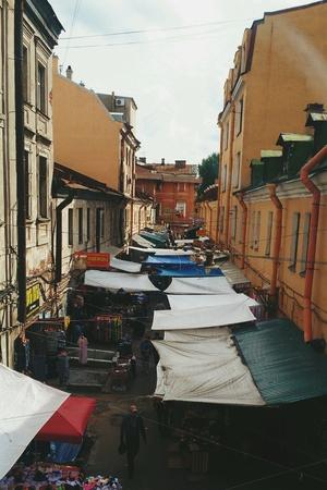 провода: Блошиный рынок в Петербурге Фото со стока