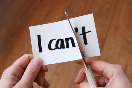 attitude: Puedo auto-motivación - el corte de la letra t de la palabra escrita que pueda Foto de archivo