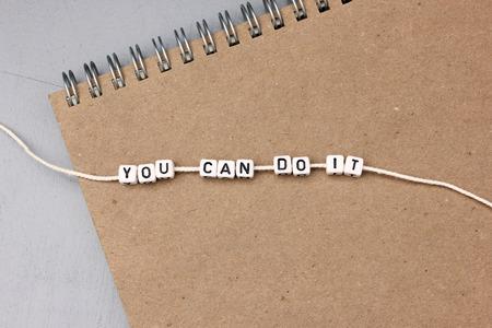 tu puedes: Usted puede hacerlo - concepto de actitud positiva en el cuaderno