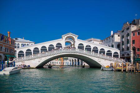 VENICE, ITALY - March 24, 2019: Venice Grand canal with gondolas and Rialto Bridge, Italy in spring bright day. Redactioneel