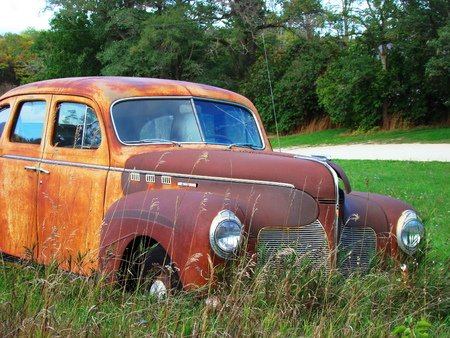 corroded: Rusted car