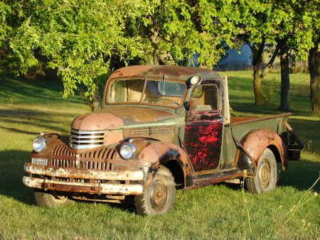 rusts: Rusted truck