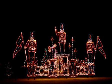 winter wonderland: Royalty free foto del parco delle meraviglie invernale con schiaccianoci soldati, fatto con le luci di Natale