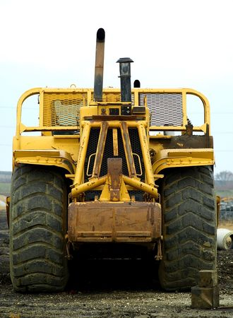 Foto von frontalen Ansicht der eine gelbe caterpillar Standard-Bild - 3954420
