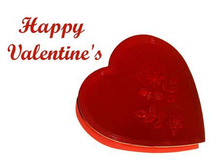 Imagen de un corazón rojo en forma de caramelos de chocolate para el Día de San Valentín, más aislado en blanco