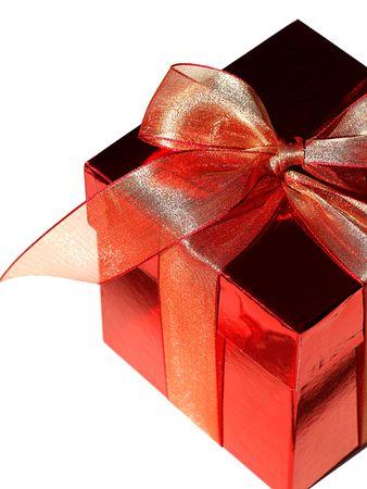 pareja comiendo: Imagen de una caja de chocolate de color rojo con rojo proa, como un regalo perfecto para Navidad, las vacaciones o el día de San Valentín, más aislado en blanco Foto de archivo