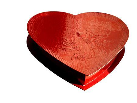 Imagen de una caja de chocolate de color rojo, como una forma de corazón, aislado más de blanco, con espacio para texto Foto de archivo