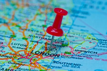 Macro beeld van een punaise geprikt op een kaart - Londen Stockfoto