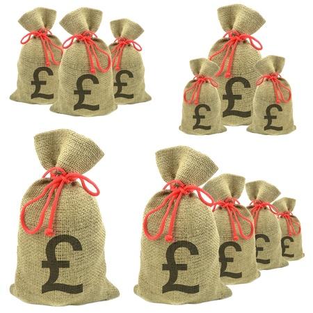 sterlina: Sacchi di denaro con Sterling valuta Pounds su uno sfondo bianco