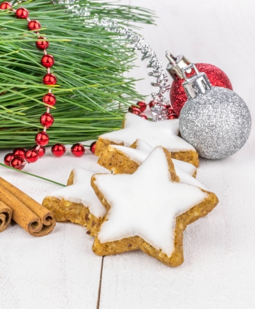 star shaped: Cinnamon star shaped biscuits and Christmas decorations Stock Photo