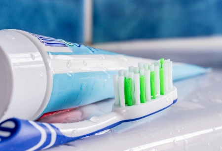 A toothbrush next to a tube of toothpaste at the sink Banco de Imagens - 25015970
